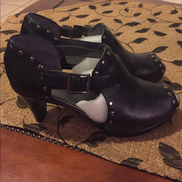 Bella Vita Shoes - Leather black heeled shoes with silver studs.